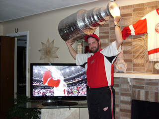 Me-The_Wings_and_a_CUP_in_08_20110416153325_JPG