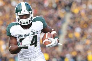 Le'Veon Bell scampers during Michigan State's game against Iowa