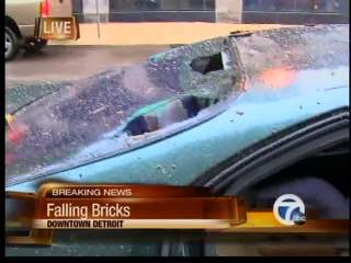 Bricks falling from building in Detroit