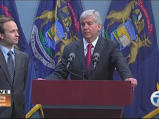 Governor Snyder signs right-to-work bills into law