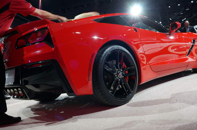 2014 Chevrolet C7 Corvette Stingray debuts at Detroit auto show