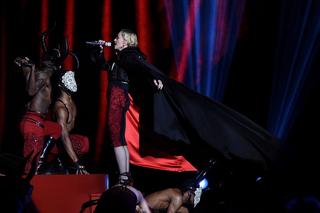 Madonna falls, says