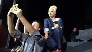 VIDEO: Lady Gaga stops show for selfie with fan