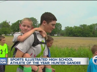 Hunter Gandee receives Sports Illustrated award