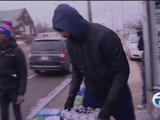 Pistons forward Morris donates water to Flint