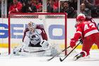 Varlamov makes 43 saves; Avs top Red Wings in SO