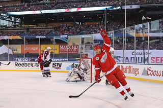 Photos: Red Wings alumni face Avalanche outdoors