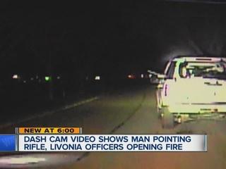VIDEO: Man points long gun at police officer