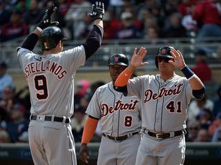 Saltalamacchia lifts streaking Tigers over Twins