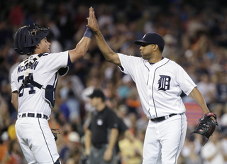 Tigers rally late to beat Mariners