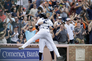 Tigers win in 10th on walk-off wild pitch