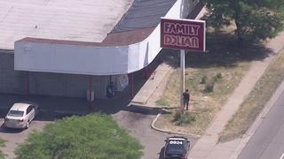 Deputies surround Pontiac store after robbery