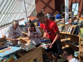 Pistons, Ellenson help renovate Flint library