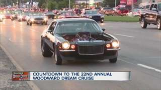 People along Woodward can't wait for cruisin'