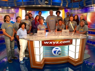 Detroit students tour TV-7/20 Broadcast House