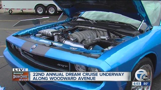Weather doesn't deter Dream Cruisers on Woodward