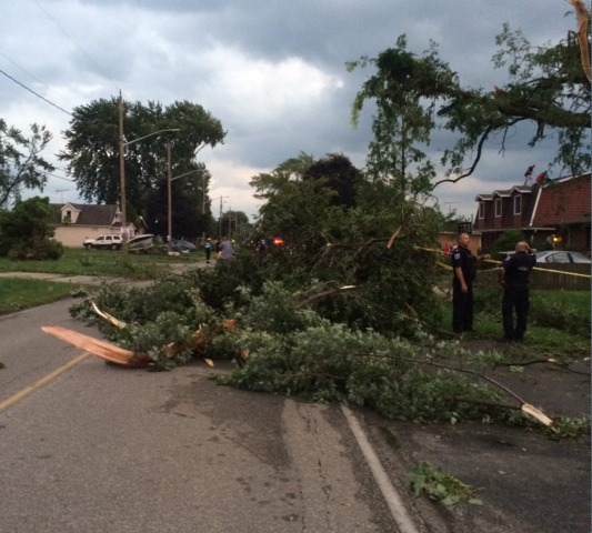 Tornado damage reported in LaSalle, Ontario