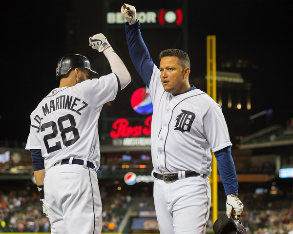 Dozier, Santiago help Twins beat Tigers