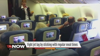 Can regular meal times help combat jet lag?