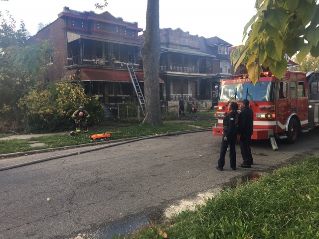 Firefighters injured while battling Detroit fire