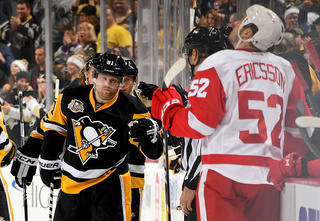 Penguins score 4 in 3rd period to beat Red Wings