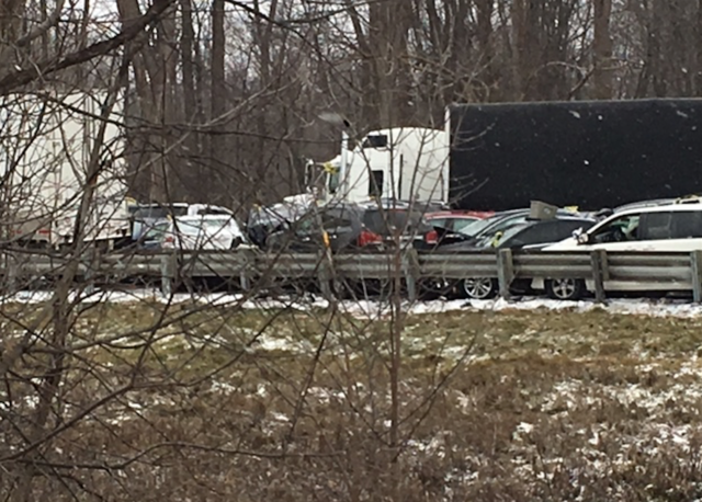 40+ vehicles involved in fatal WB I-96 accident