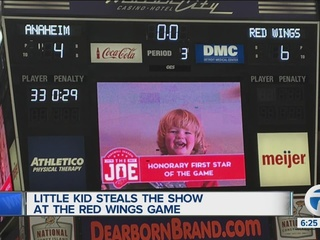 Little kid at the Red Wings becomes sensation