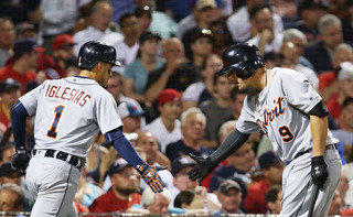 Tigers reach deals with Castellanos, Iglesias