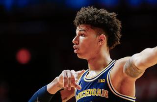Wilson scores 19 to lead Michigan past Illinois