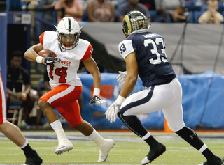West tops East in low-scoring Shrine Game
