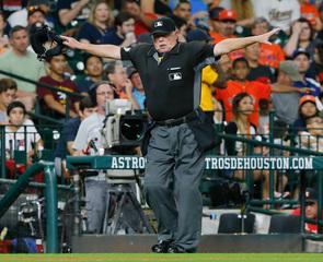 Joyce, 3 other MLB umpires announce retirement