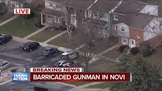 Barricaded gunman surrenders in Novi