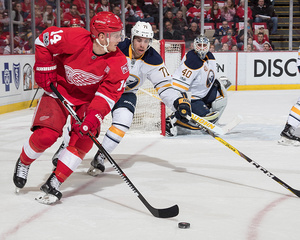 Last-place Red Wings fall to Sabres