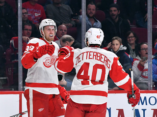 Mantha scores, Howard shines in Red Wings OT win