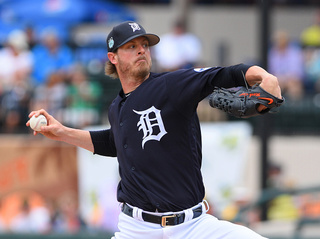 Tigers release reliever Mark Lowe