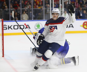 US beats Slovakia for 5th straight win at worlds