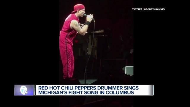 Red Hot Chili Peppers drummer sings 'The Victors' at Ohio State show