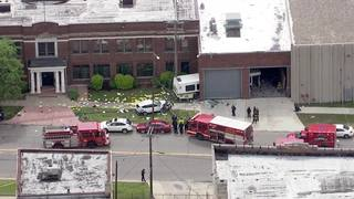 7 hurt after DDOT bus crashes into building