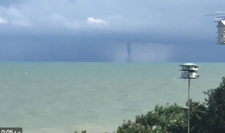 Video shows amazing waterspout on Lake Erie