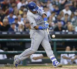 Perez, Moustakas homers lift Royals over Tigers