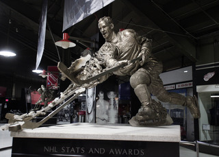Red Wings move statues into Little Caesars Arena