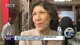 Lily Tomlin to accept Detroit Homecoming award