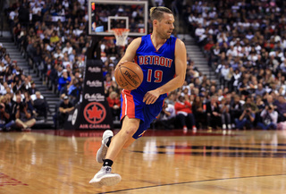 Pistons waive Udrih, pick up options on two