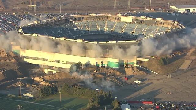 Implosion of Pontiac Silverdome failed miserably, seen as metaphor of Lions' futility