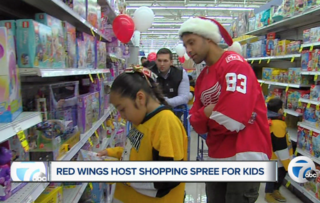 Red Wings take kids on annual shopping trip