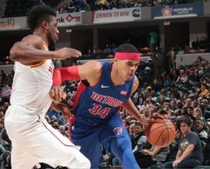 Pistons blow 22-point lead, lose to Pacers