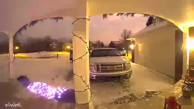 Meteor lights up the sky in southeast Michigan