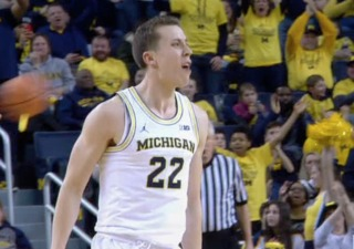 Robinson's outside shot drives U-M over Iowa