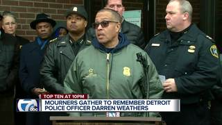 Detroit police hold vigil for Officer Weathers
