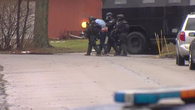 Police have Troy barricaded gunman in custody